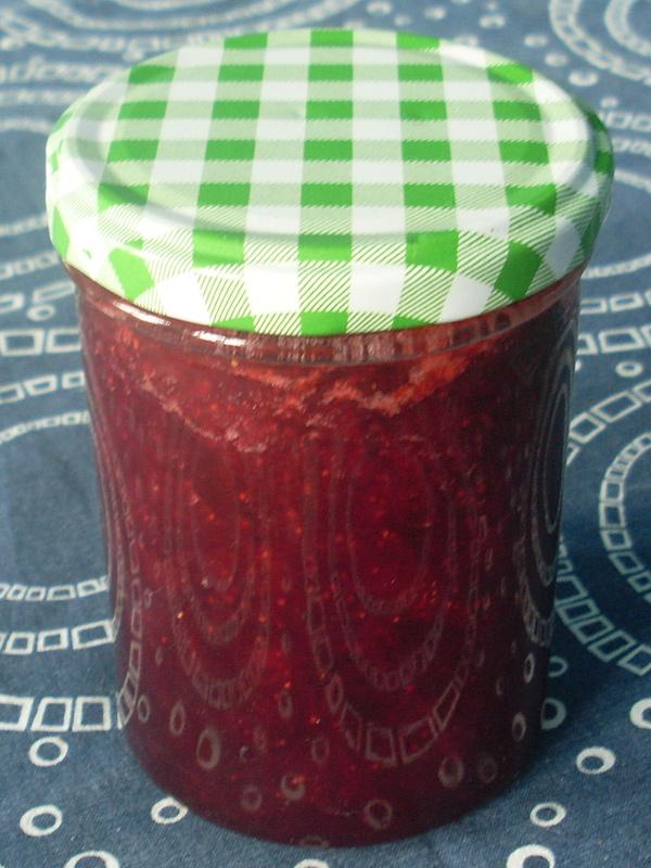 Auch aus schlechten Erdbeeren kann man noch süße Marmelade kochen (natürlich nur mit 50% Zucker)