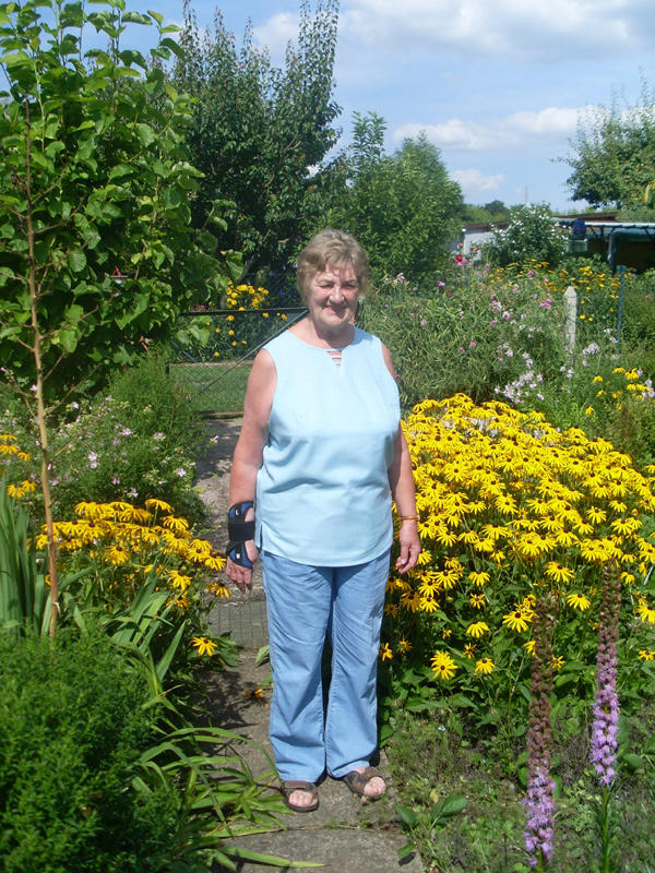 Meine Schwiegermutter mit und ohne Sonnenhut (ja, das ist logisch!) am 1. August 2014)