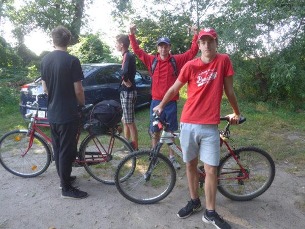 Vier Jungs und vier Räder