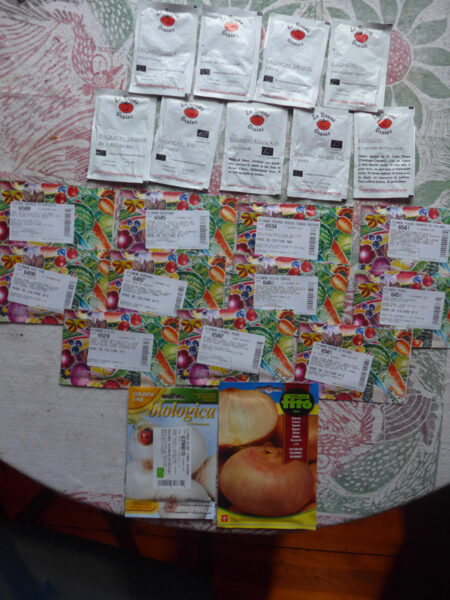 Viele Saatgut-Tütchen von zwei französichen Händlern
